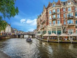 Amsterdam – mesto pamiatok a múzeí.