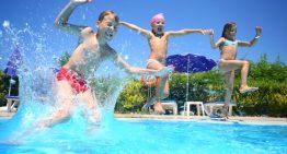 Užite si zábavu pri bazéne a pripravte deťom bohatý program
