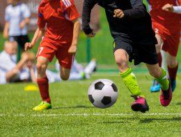 Akú výbavu potrebuje vaše dieťa, ak chce začať hrať futbal?
